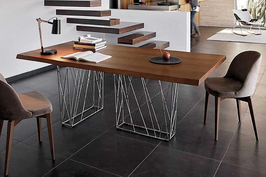 tavolo in legno moderno